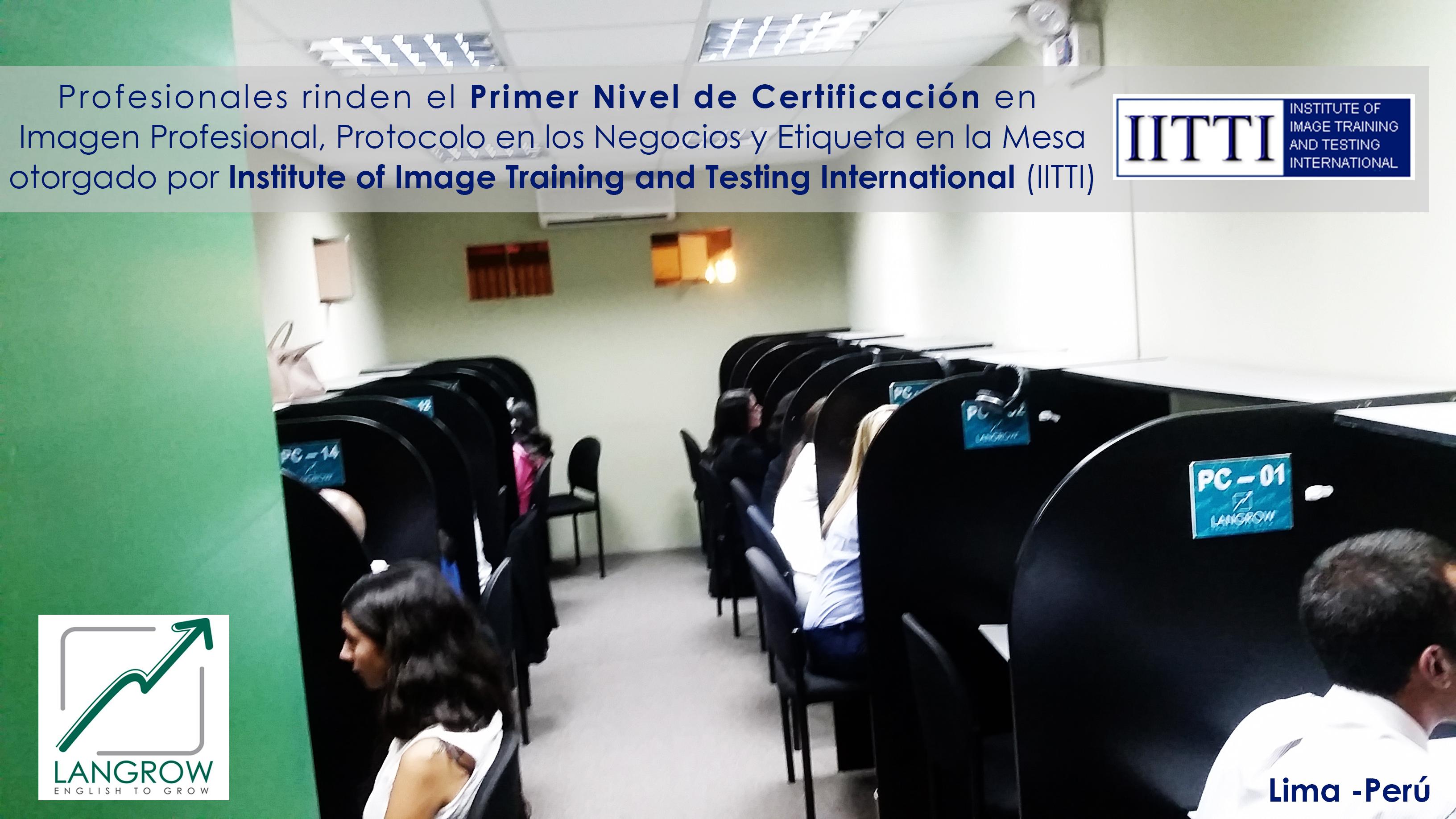 Profesionales rindiendo el examen IITTI en LANGROW 11 de abril